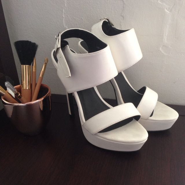VERALI White Pumps