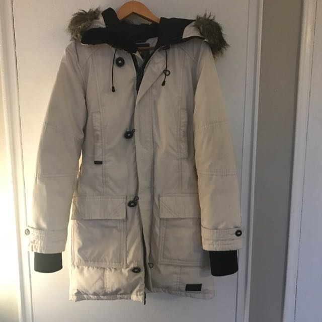 White Aritzia TNA Parka/Winter Jacket