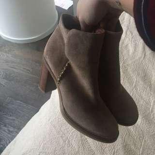 Massimo Dutti Booties size 37