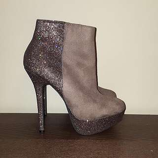 Forever 21 Ankle Boots - SIZE 6