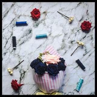 Handsewn 7+1 Ribbon Rose Bouquet: Navy Pink