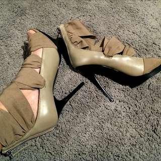 Siren Stilettos - Size 9