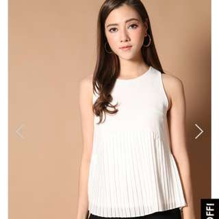 Cartell Pleated Babydoll Top In White (XS) - The Stage Walk