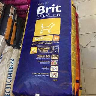 dog food Brit Premium