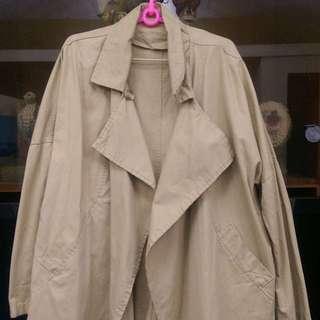 韓風 米白色風衣 大衣 春裝 長版外套 米白色 上衣 穿搭 外套 罩衫 襯衫 洋裝 上班族 穿搭