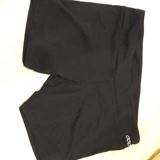 Lorna Jane Small Work Out Shorts