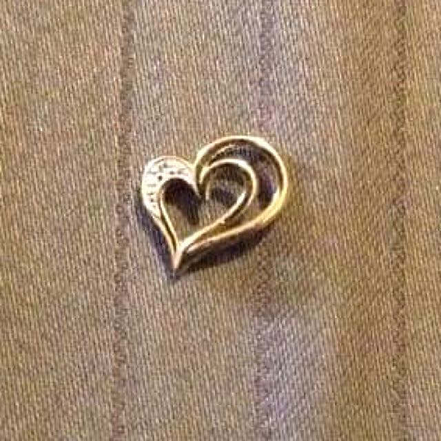 9ct Gold Heart Shaped Pendant With Diamonds
