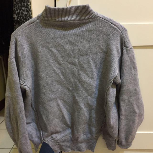 灰色微領短版毛衣