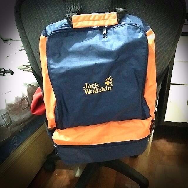全新 Jack WolfSkin 後背包。大容量。可收納登頂包