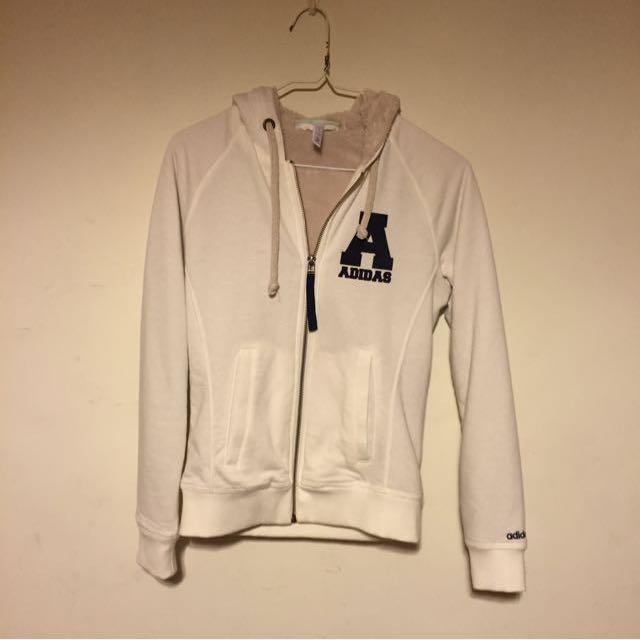 白色Adidas外套