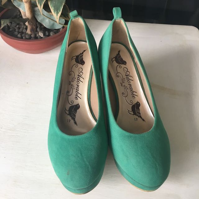 Adorable Green Wedges (heels)