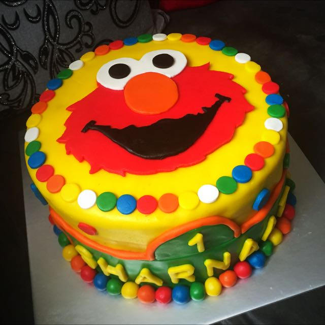 Elmo Themed Birthday Fondant Cake Food Drinks Baked Goods On Carousell