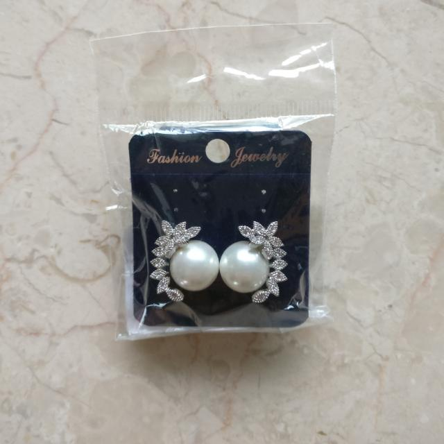 Faux Pearl Earrings With Diamantes