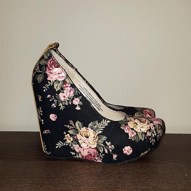 Floral Wedges - SIZE 6