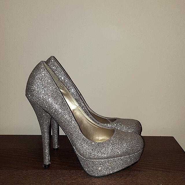 Gold Sparkly Pumps - SIZE 6