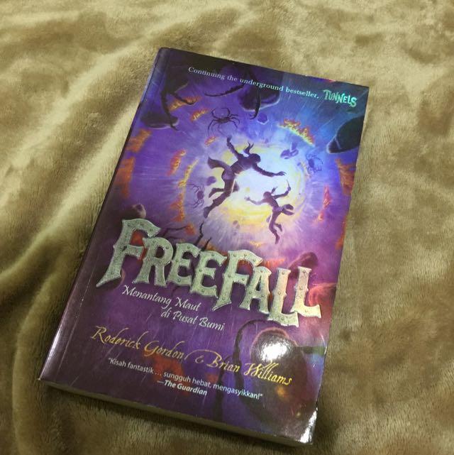 Novel FREEFALL by Rodorick& Brian Williams