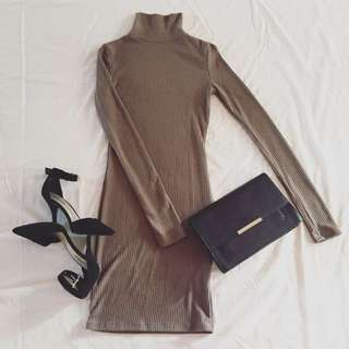 MAUVE TURTLENECK DRESS