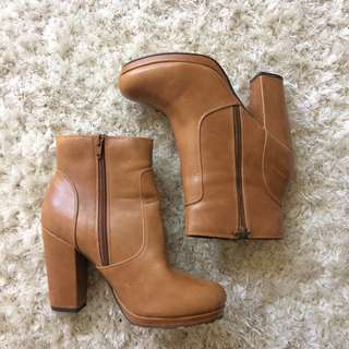 USA Size 8 Tan Betts Ankle Boot