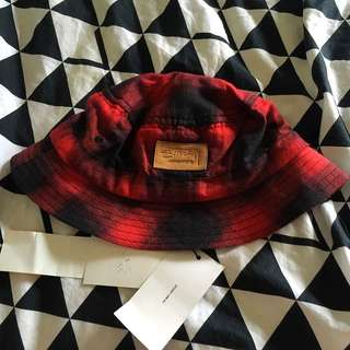 STUSSY RED PLAID BUCKET HAT
