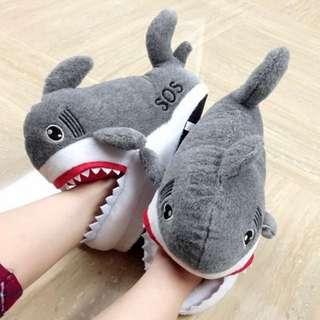 保暖又可愛的鯊魚拖鞋!