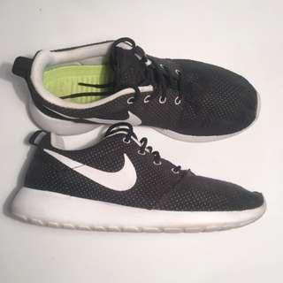 Nike Original Black Roshe SIZE 8