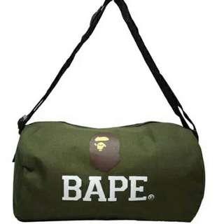 BAPE特製軍綠圓筒運動旅行袋
