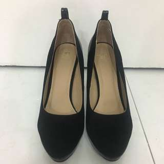 Bata Woman Black Heels Size 9