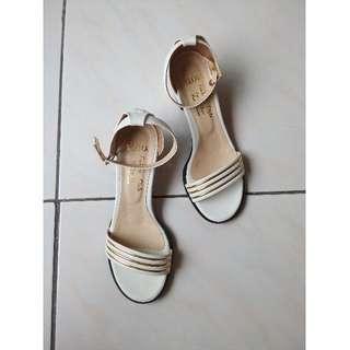 金屬條紋白色涼鞋23.5號 (37號 23號半 拖鞋 低跟涼鞋 圓頭涼鞋 一字涼鞋 專櫃 ASO DIANA EFFIE
