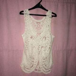 sleeveless white lace top // lace putih