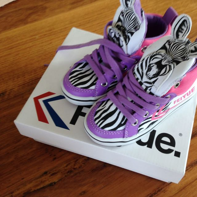 Feiyue Girls High Top Sneakers Brand New Size 8