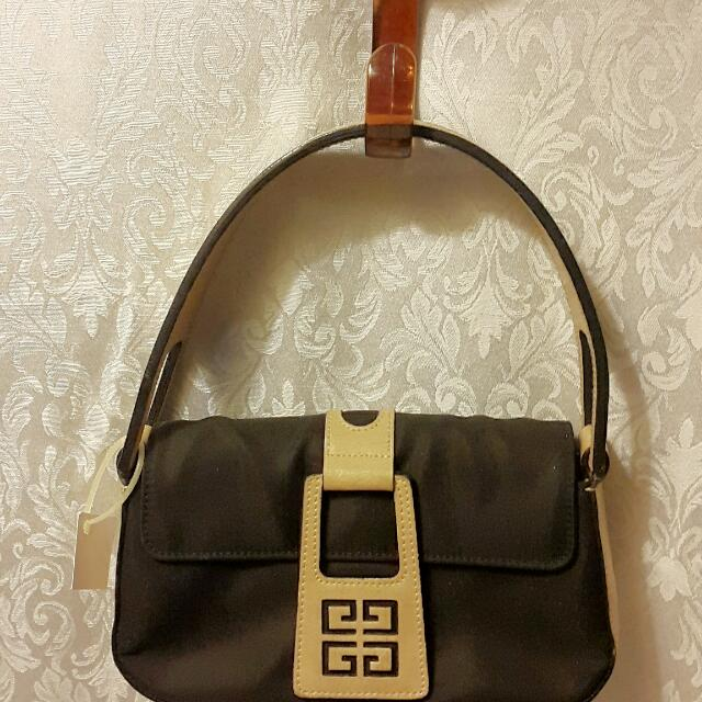 92fd97319c GIVENCHY Canvass Purse for only P3