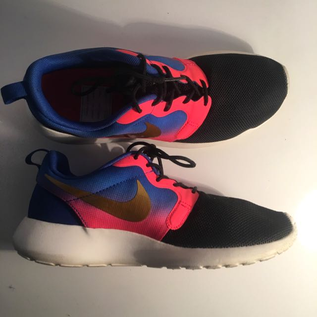 Limited Edition Nike Roshe SIZE 8