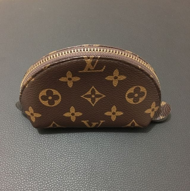 *Louis Vuitton Small Cosmetic Pouch (Monogram)