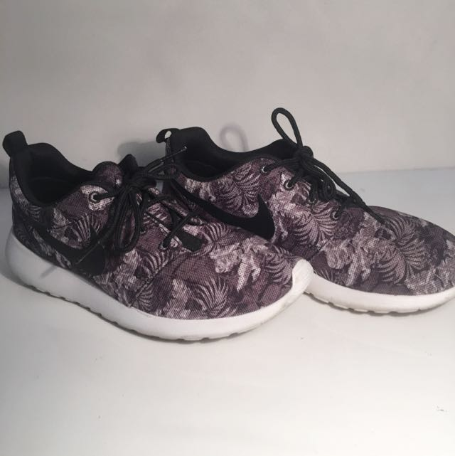 Nike Limited Edition flora Print SIZE 8