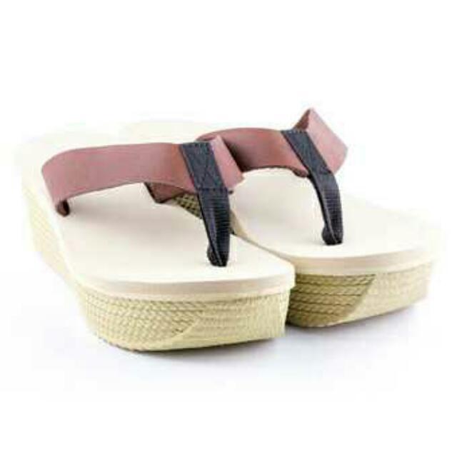 Quota sandara sandals