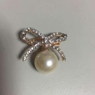 蝴蝶結珍珠胸針