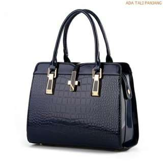 B2702 : MATERIAL PU SIZE L33XH25XW15CM WEIGHT 900GR Colour BLUE