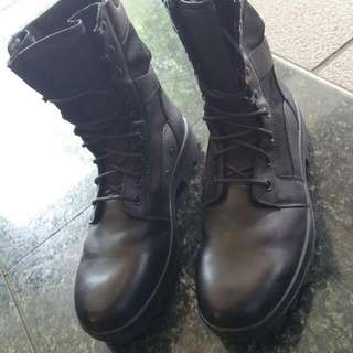 Frontier Highcut Shoe Boots Black Col Size US 11 Condition Like New $35