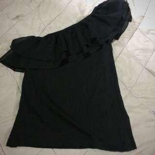 Venus Cut Black Top