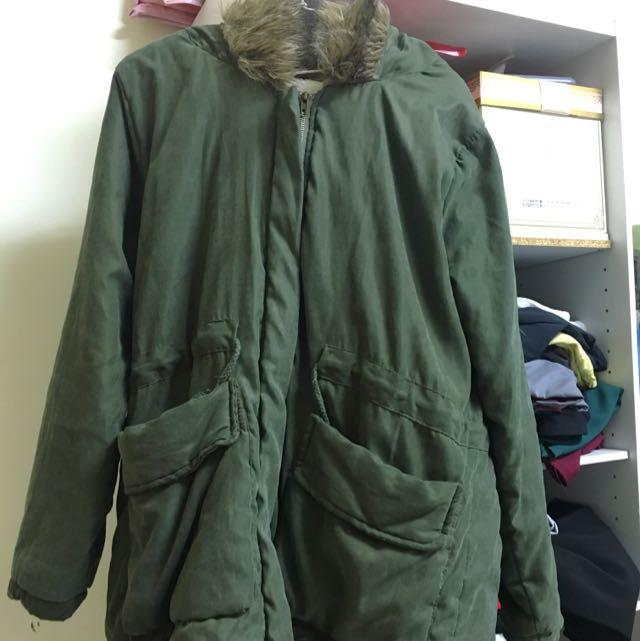 毛茸茸內刷毛軍綠外套