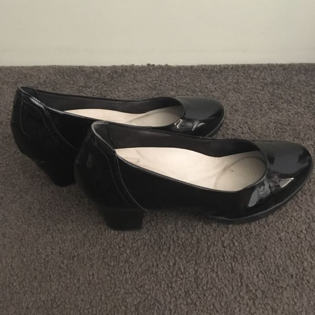 Airflex Black Small Heeled Work Shoes Size 8
