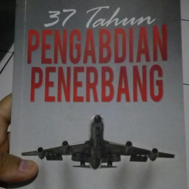 Buku 37 Tahun Pengabdian Penerbang