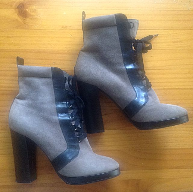 Marc Jacobs Lace Up Suede And Leather Trim Boots Size 38 1/2