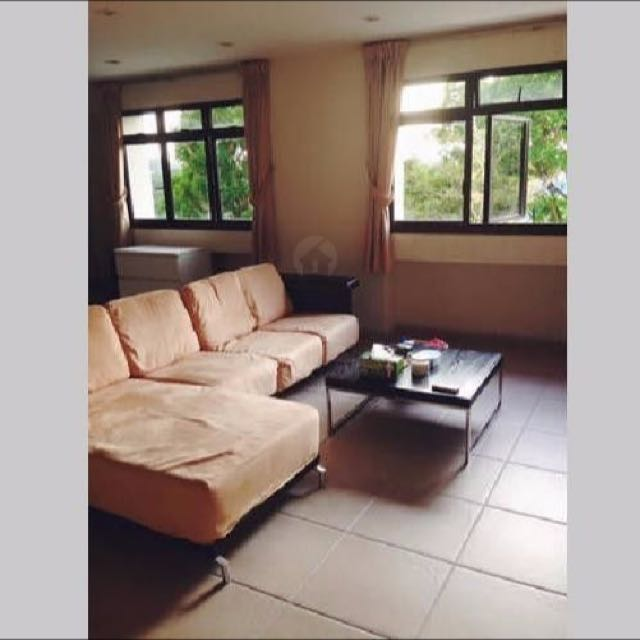 Master room available a stone throw away from queenstown mrt