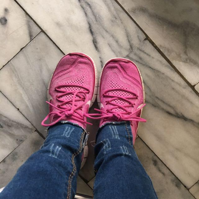 Nike 粉紅慢跑鞋US6號