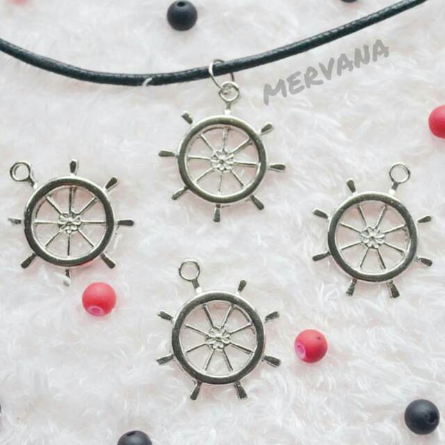 Ship's Wheel Choker