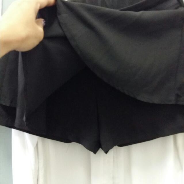 Skirt with short inside