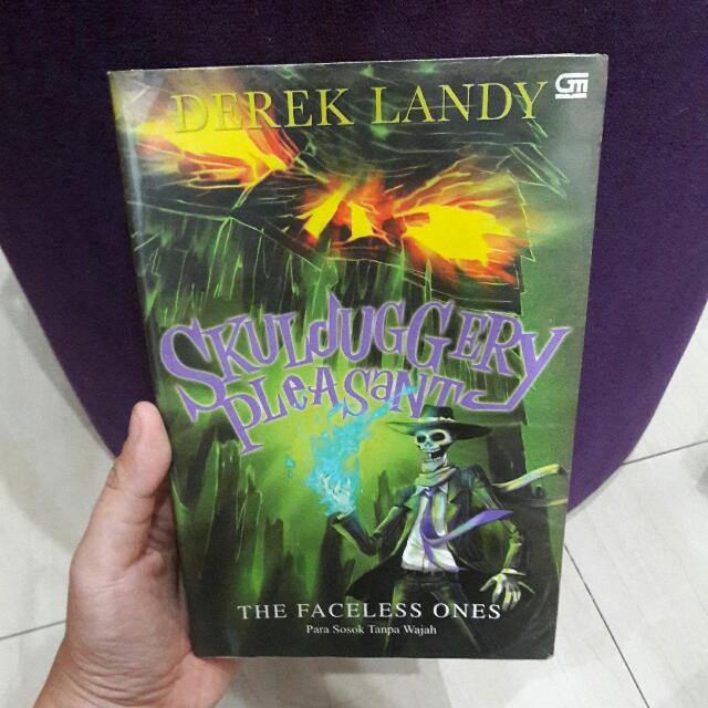 Skulduggery Pleasant: The Faceless Ones by Derek Landy - Indonesia