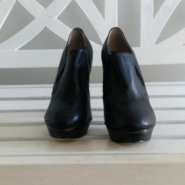 Tony Bianco Black Leather Ankle Boots Size 7