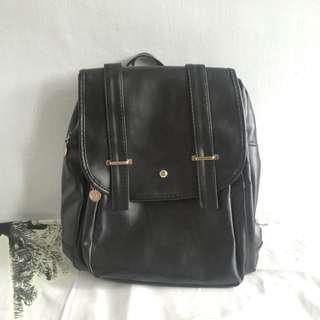 黑色皮包包